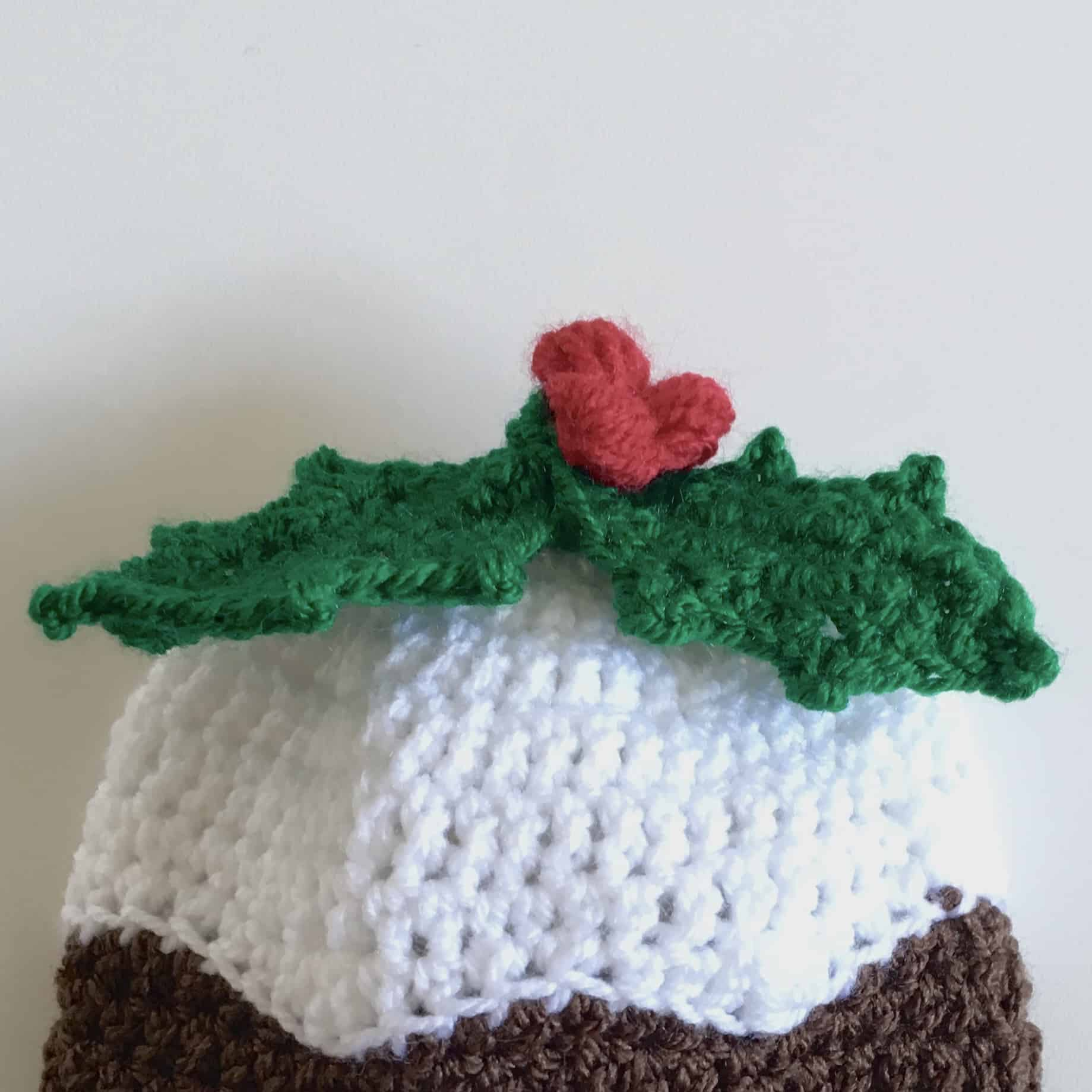 crochet christmas pudding with holly pattern