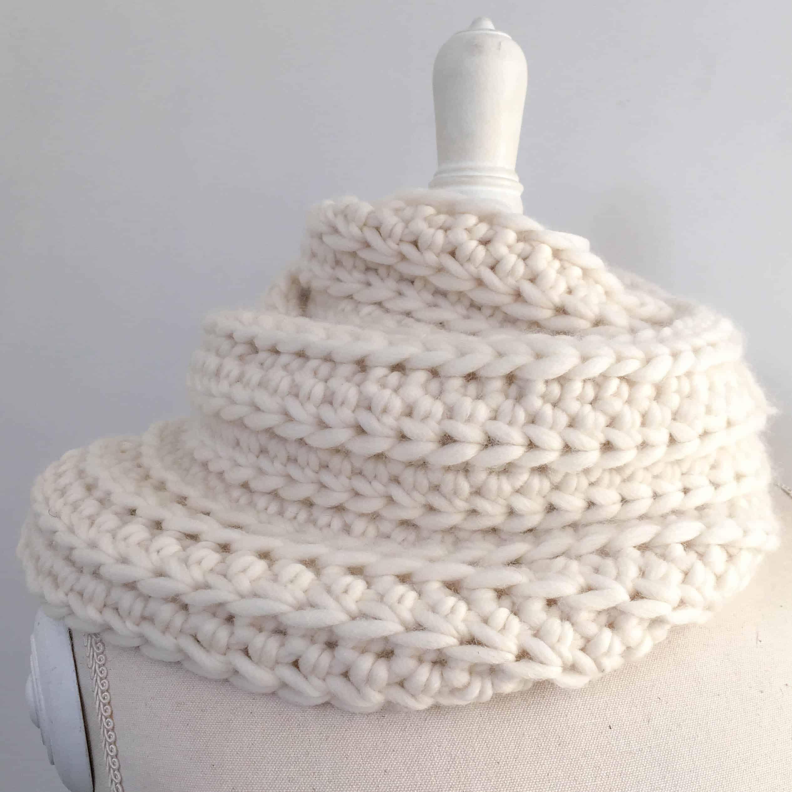 cream crochet infinity scarf ribbed chunky merino yarn