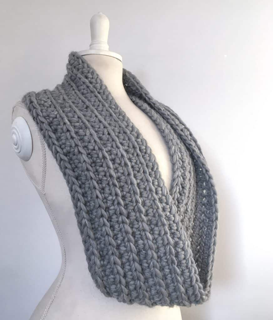 Off The Rails Infinity Scarf Free Crochet Pattern Dora Does